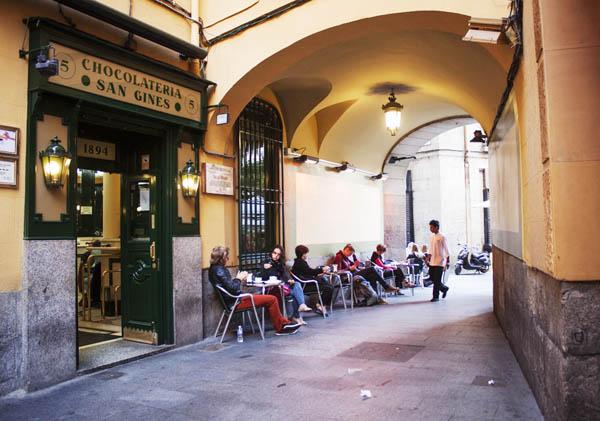 chocolateria_famosa_madrid_puerta_del_sol_san_gines_3